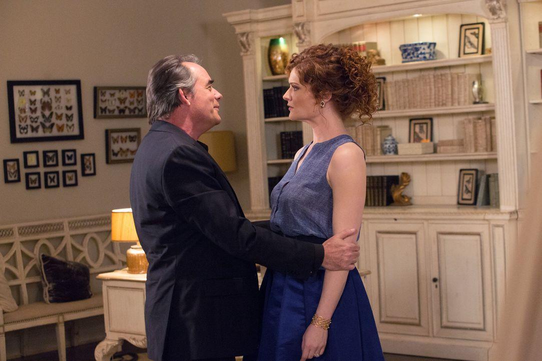 Wird es Evelyn (Rebecca Wisocky, r.) gelingen, Adrian (Tom Irwin, l.) aus dem Haus zu locken, um mehr Zeit mit Tony verbringen zu können? - Bildquelle: 2014 ABC Studios