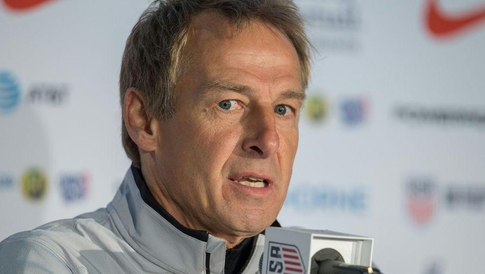 Jürgen Klinsmann sieht DFB-Elf nicht als WM-Favorit - Bildquelle: FIROFIROSID