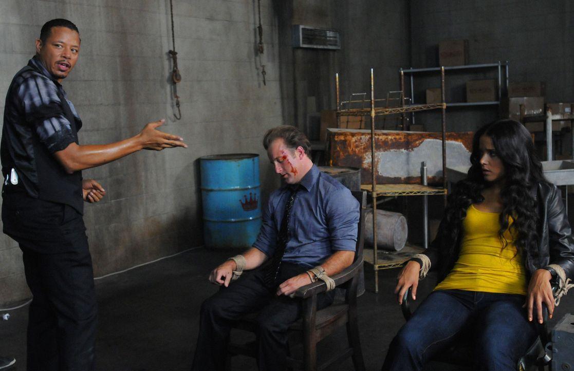 New Jersey 2001: Danny (Scott Caan, M.) und seine Partnerin Grace (Sydney Tamiia Poitier, r.) geraten in die Hände von Billy (Terrence Howard, l.)... - Bildquelle: 2012 CBS Broadcasting, Inc. All Rights Reserved.