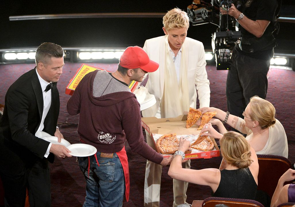 oscars-pizza-Ellen-DeGeneres-Brad-Pitt-Meryl-Streep-140302-getty-AFP - Bildquelle: getty-AFP