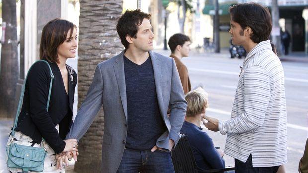Navid Shirazi (Michael Steger, r.) möchte sich mit Erin Silver (Jessica Strou...