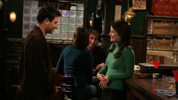 Als Ted (Josh Radnor, l.) in einer Bar Robin (Cobie Smulders, r.) kennenlernt...
