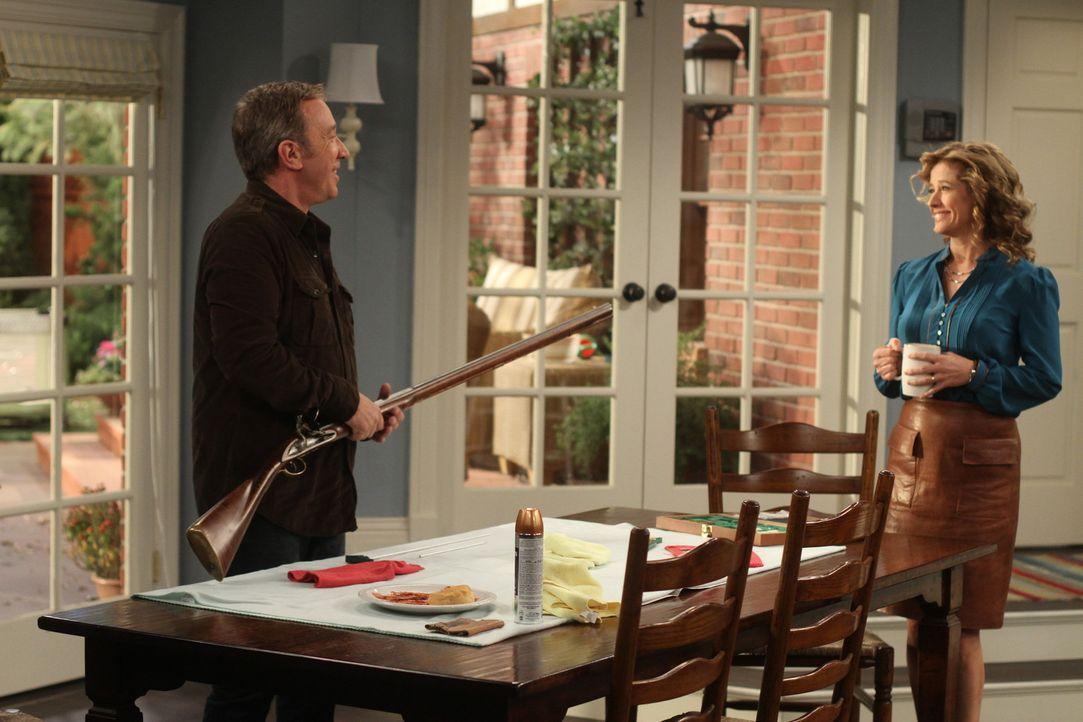 Vanessa (Nancy Travis, r.) findet, dass Mike (Tim Allen, l.) auch mal den Part des strengen Elternteils übernehmen kann. Doch diesem liegt diese Rol... - Bildquelle: 2011 Twentieth Century Fox Film Corporation