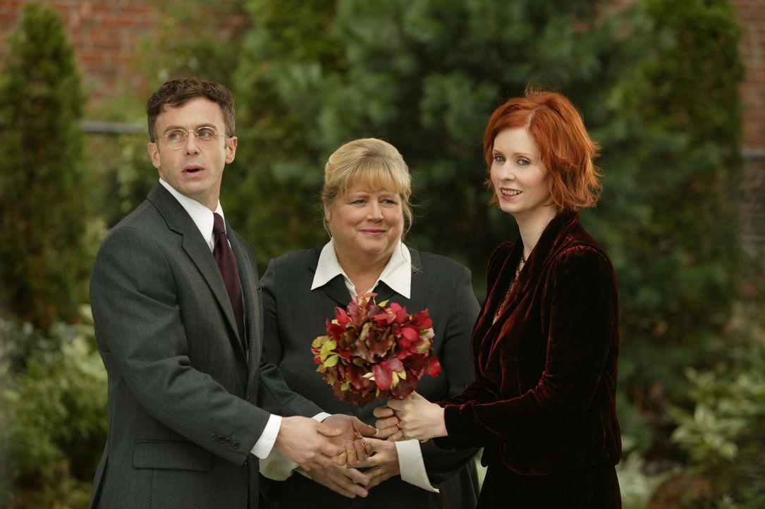 Geben sich das Ja-Wort: Miranda (Cynthia Nixon, r.) und Steve (David Eigenberg, l.) ... - Bildquelle: Paramount Pictures