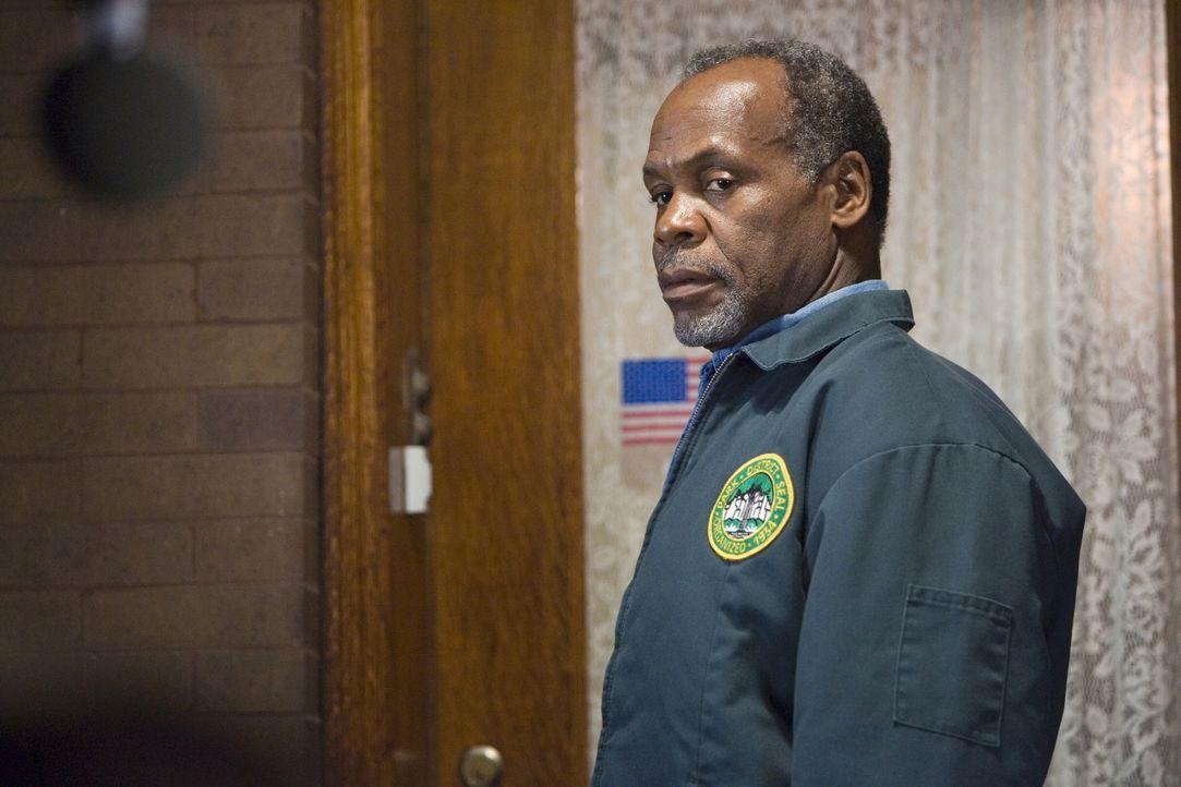 Versucht seinem Sohn zu erklären, was geschehen ist: Charlie Pratt (Danny Glover) ... - Bildquelle: Warner Bros. Television
