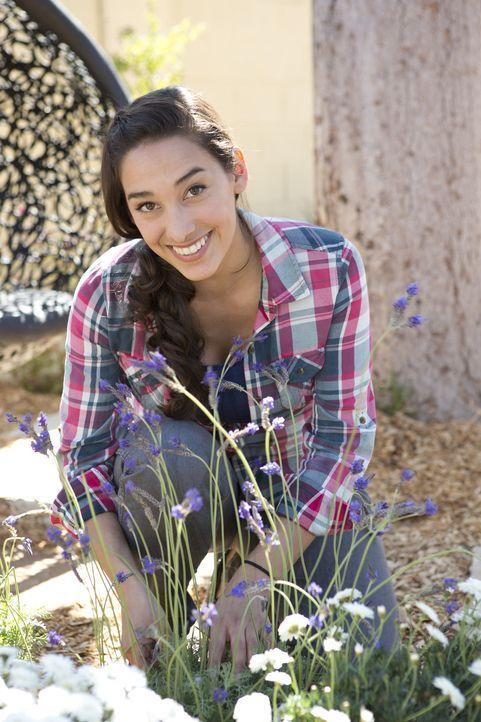 Das besondere Projekt, ein Garten ohne Rasen, hat es in sich. Wird die sonst so kreative Sara auch hierfür passende Ideen finden? - Bildquelle: 2013, DIY Network/Scripps Networks, L.L.C. All rights Reserved
