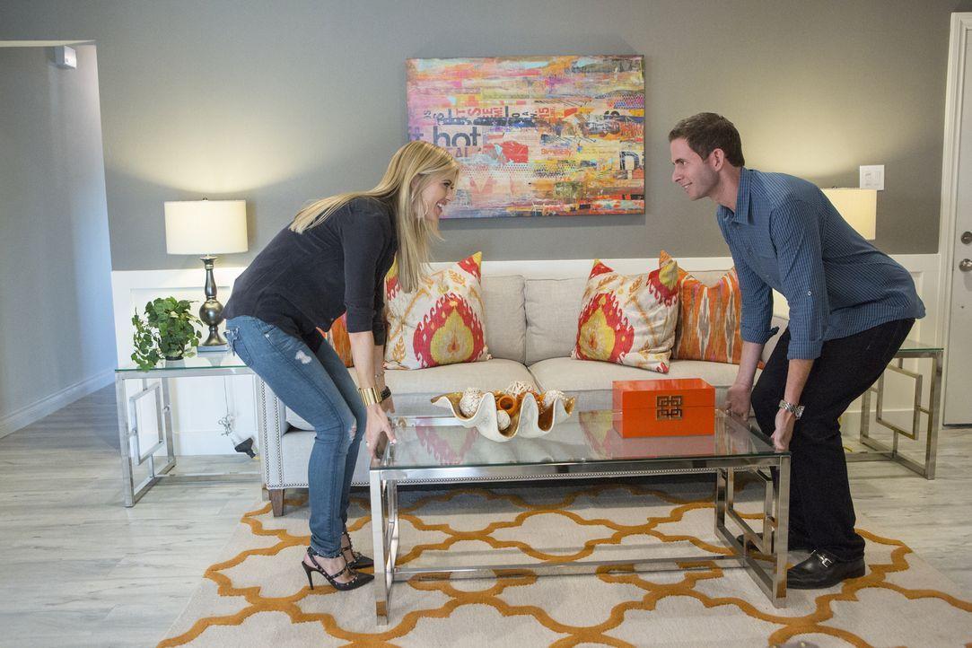 Als Christina (l.) und Tarek (r.) die erschreckende Nachricht bekommen, dass ihr gekauftes Haus mehr als baufällig ist, liegen die Nerven blank. Hab... - Bildquelle: Gilles Mingasson 2014,HGTV/Scripps Networks, LLC. All Rights Reserved