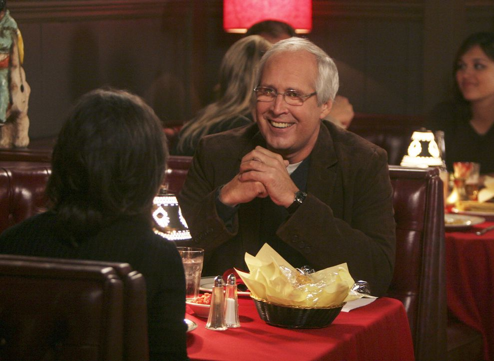 Wird er erneut Noras (Sally Field, l.) Herz erobern? Stan Harris (Chevy Chase, r.) ... - Bildquelle: Disney - ABC International Television