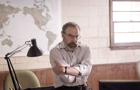 Homeland - Saul (Mandy Patinkin) hat es geschafft, Brody zurück in die USA zu...