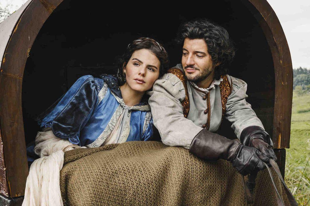Blicken in eine ungewisse Zukunft: Kaufmannstochter Veva (Ruby O. Fee, l.) reist mit ihrem Bruder Bartel (Manuel Mairhofer, r.) nach Salzburg. - Bildquelle: Hendrik Heiden SAT.1