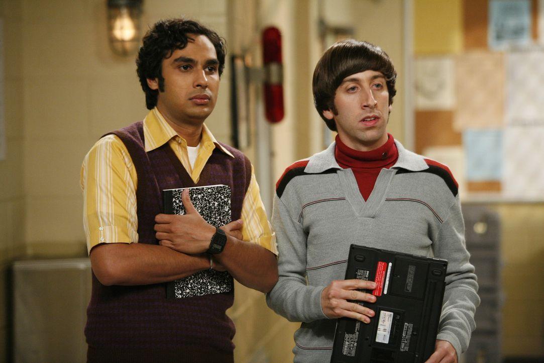 Erstmals essen Leonard und Sheldon sowie Rajesh (Kunal Nayyar, l.) und Howard (Simon Helberg, r.) in dem Restaurant, in dem Penny als Kellnerin arbe... - Bildquelle: Warner Bros. Television