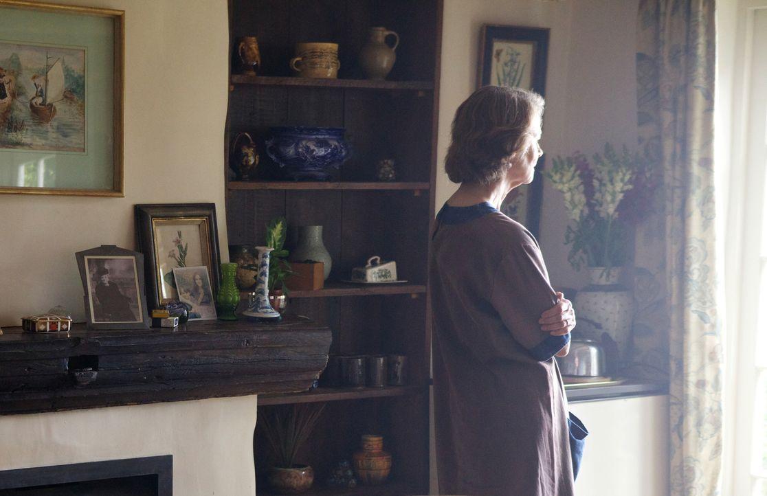 Nach Jahren, in denen Eva als Sally Gilmartin (Charlotte Rampling) ein ruhiges Leben geführt hat, scheint sie die Vergangenheit nun einzuholen ... - Bildquelle: TM &   2012 BBC