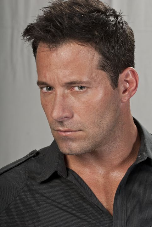 Der brutale Kaden (Johnny Messner) hat kein Interesse daran, dass David lange überlebt ... - Bildquelle: Sony Pictures Television Inc. All Rights Reserved.