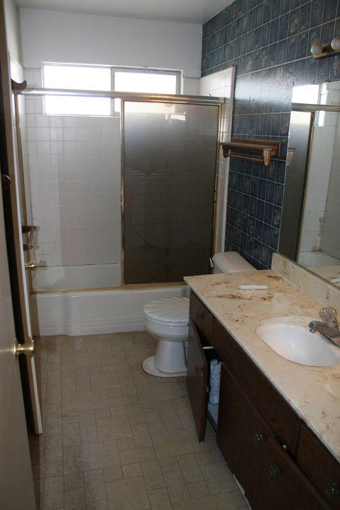 Lässt sich aus diesem Badezimmer mehr rausholen? Christina und Tarek El Moussa geben sich alle Mühe ... - Bildquelle: 2014,HGTV/Scripps Networks, LLC. All Rights Reserved