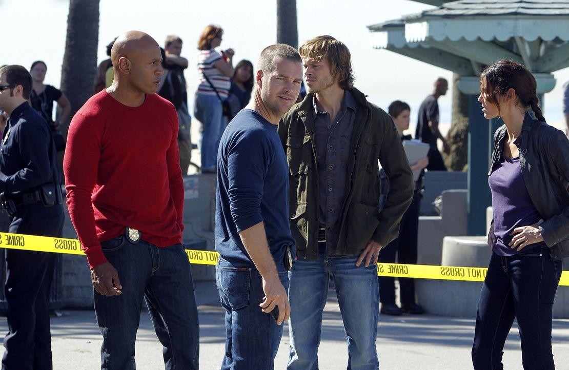 Als die Sternsinger Zeugen einer Schießerei werden, sind Callen (Chris O'Donnell, 2.v.l.), Sam (LL Cool J, l.), Kensi (Daniela Ruah, r.) und Marty (... - Bildquelle: CBS Studios Inc. All Rights Reserved.