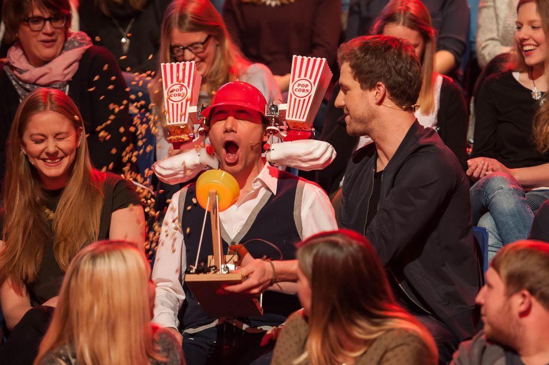 """Bei """"Luke! Die Woche und ich"""" gibt es exklusive Einblicke für Luke (r.) und die Zuschauer von Michael Bully Herbig (M.) ganz persönlich. Er plaudert... - Bildquelle: Steffen Z. Wolff SAT.1"""