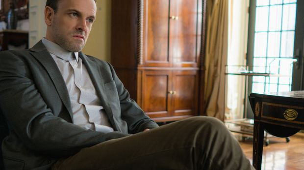 Sherlock (Jonny Lee Miller) macht sich Sorgen um Hawes, weil dieser nach dem...
