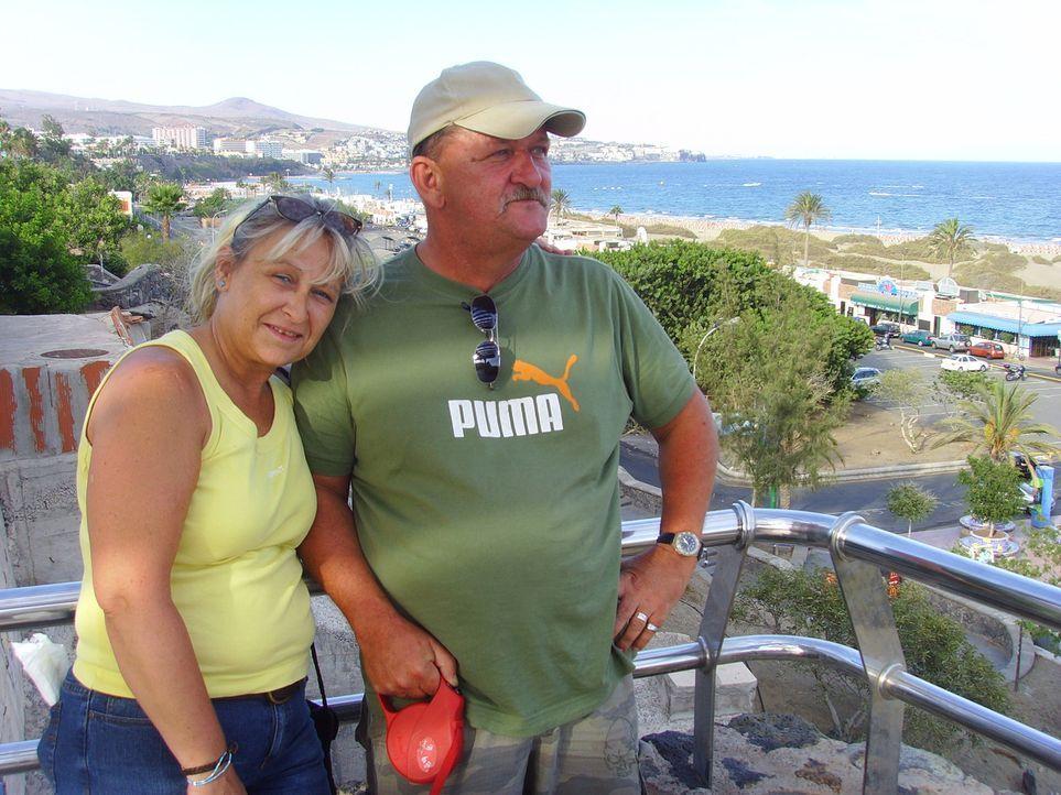 Gisela (50) und Norbert (51) lassen alles hinter sich - sie geben ihre Kneipe auf und verkaufen ihren ganzen Hausstand - um unter spanischer Sonne n... - Bildquelle: kabel eins