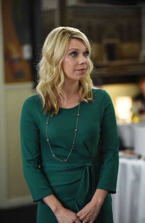 Debbie (Mary Elizabeth Ellis) muss sich eingestehen, dass sie im Alltagsstress ihren Hochzeitstag vergessen hat und damit Stewart es nicht erfährt,... - Bildquelle: 2015-2016 Fox and its related entities.  All rights reserved.