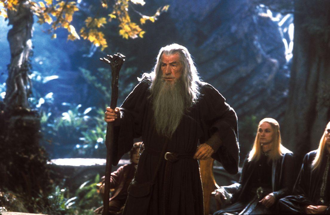 Die Zeit drängt: Gandalf (Ian McKellen) weiß, dass der Ring so schnell wie möglich vernichtet werden muss ... - Bildquelle: Warner Brothers