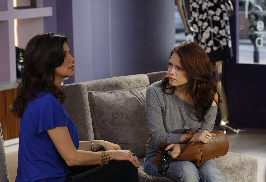 Gelingt es Victoria (Daphne Zuniga, l.) Haley (Bethany Joy Galeotti, r.) bewusst zu machen, dass sie so nicht weiterleben kann? - Bildquelle: Warner Bros. Pictures