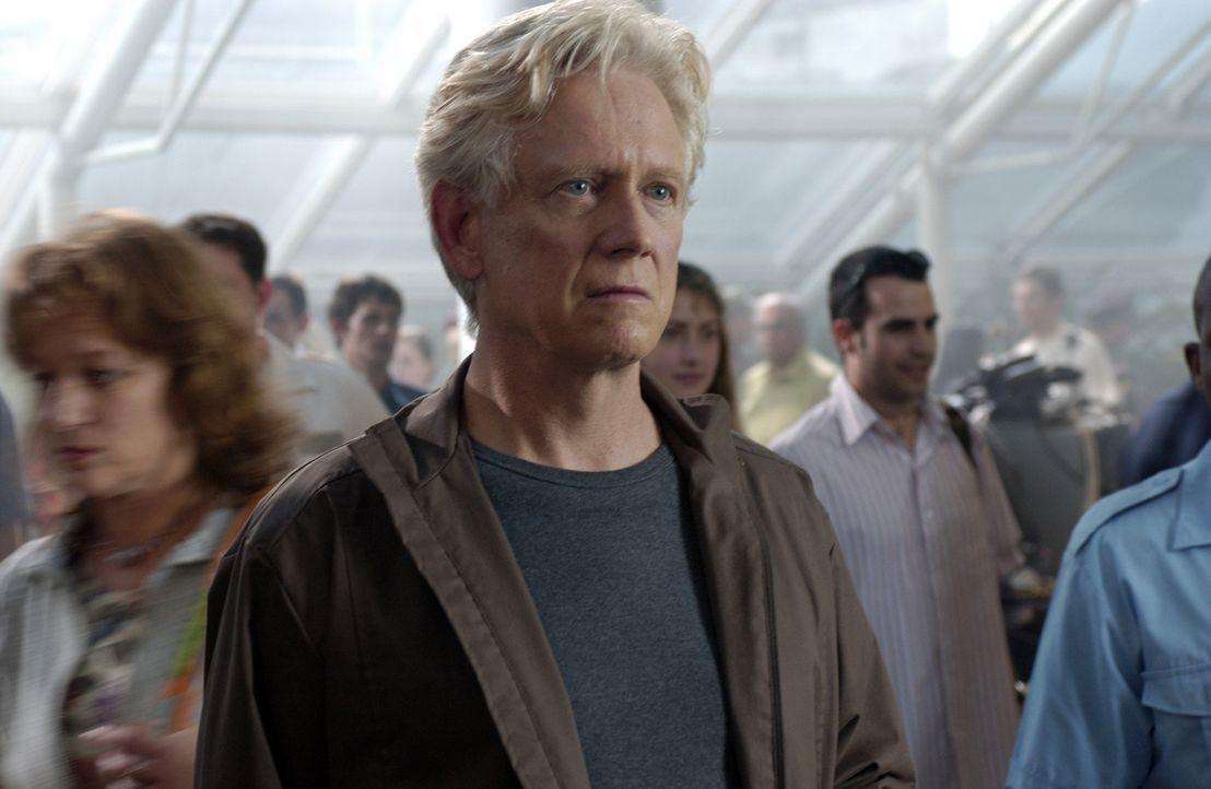 Im Flughafen überkommt den Parapsychologen Stan Lathem (Bruce Davison) eine Vision: Er sieht eine Familie - Vater, Mutter und kleine Tochter - und... - Bildquelle: The Sci-Fi Channel
