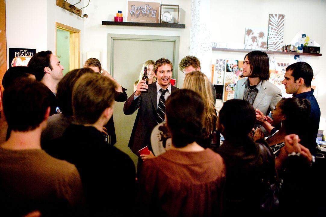 New York an einem 22. Mai: Rob (Michael Stahl-David, M.) feiert mit seinen Freunden eine große Party, denn am nächsten Tag will er einen Job im fern... - Bildquelle: Paramount Pictures