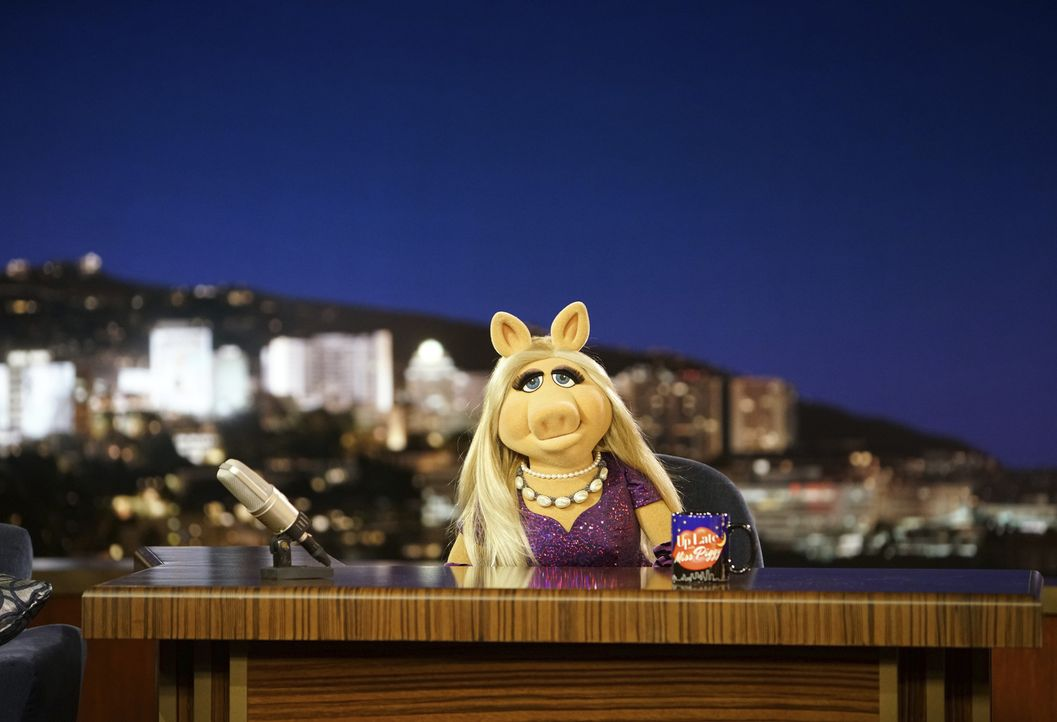 Miss Piggy ist frustriert: Durch neue Showelemente hat sie weniger Präsenz in der Sendung. Um sich abzulenken, besucht sie einen besonderen Kurs ... - Bildquelle: Andrea McCallin ABC Studios