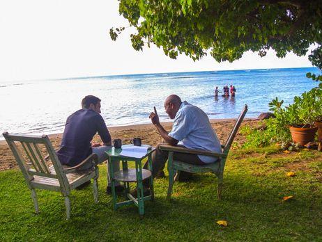 Hawaii Five-0 - Während Steve (Alex O'Loughlin, l.) und sein Team in einem ne...