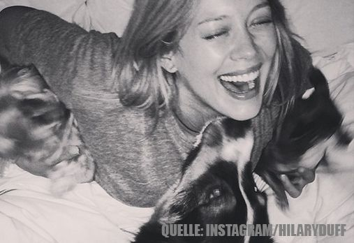 Hilary Duff_HundImBett