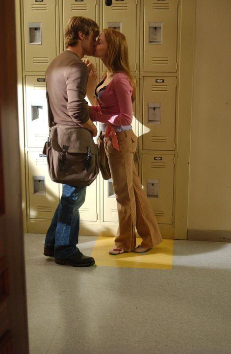 Wird ihre Liebe die Heimlichkeiten überstehen?: Ryan (Benjamin McKenzie, l.) und Lindsay (Shannon Lucio, r.) ... - Bildquelle: Warner Bros. Television