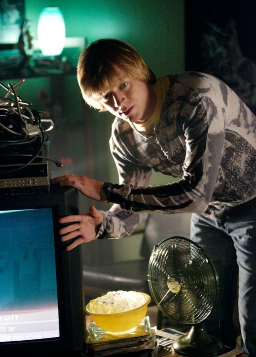 Versucht seinen Fernseher zu reparieren: Phil (Jay Paulson) ... - Bildquelle: ABC Studios