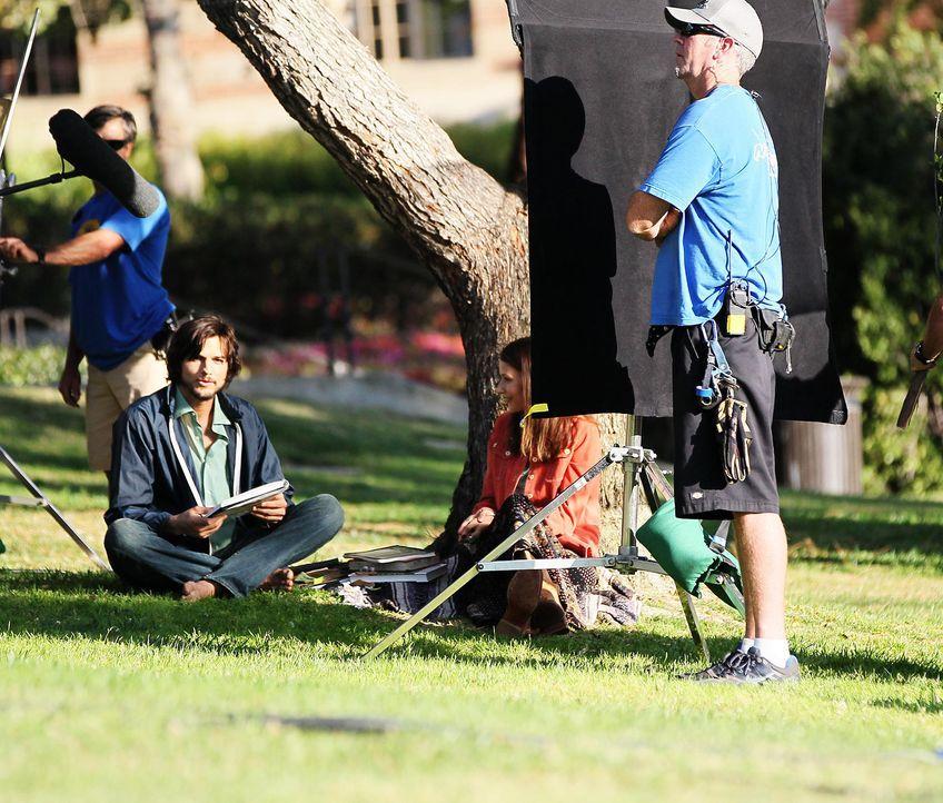 ashton-kutcher-filmset-jobs-12-06-18-10-comjpg 1990 x 1694 - Bildquelle: WENN.com