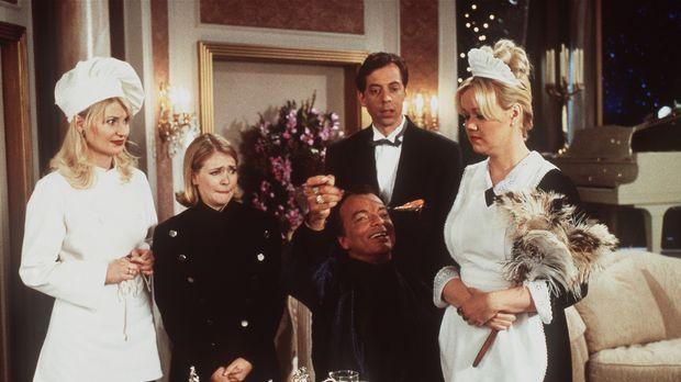 Als Dienstboten von Diamanten Dave (Edward Albert, M.) haben es Hilda (Caroli...