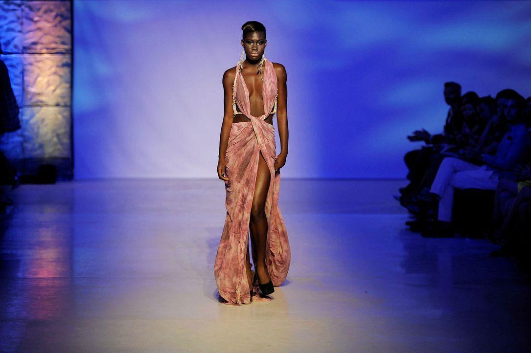 GNTM-Stf09-Epi02-Fashion-Show-36-ProSieben-Oliver-S-TEASER - Bildquelle: ProSieben/Oliver S.