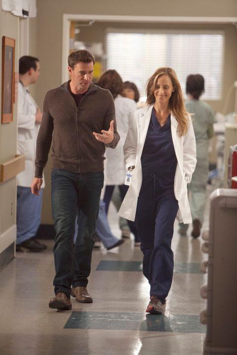 Ihre Liebe wird auf eine harte Probe gestellt: Teddy (Kim Raver, r.) und Henry (Scott Foley, l.) ... - Bildquelle: ABC Studios