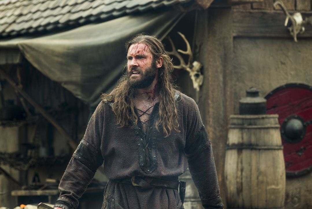 Während Ragnar mit seinen Männern weiter in das Landesinnere von Wessex vordringt, ist Rollo (Clive Standen) in Kattegat und muss mit ansehen, wie J... - Bildquelle: 2014 TM TELEVISION PRODUCTIONS LIMITED/T5 VIKINGS PRODUCTIONS INC. ALL RIGHTS RESERVED.