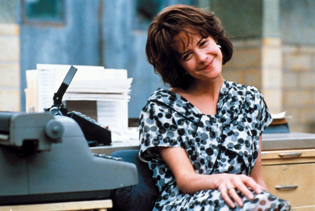 Die attraktive DeDe (Meg Ryan) ahnt nicht, dass ihr Kollege schon lange eine Schwäche für sie hat ... - Bildquelle: Warner Bros.