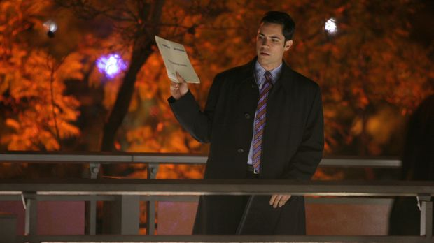 Det. Scott Valens (Danny Pino) bei den Ermittlungen ... © Warner Bros. Televi...