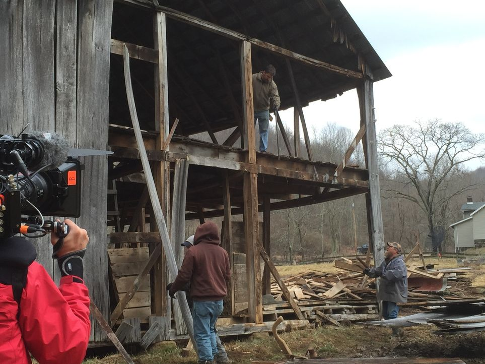 Mark Bowe (oben) und die Jungs reisen nach Jane Lew, West Virginia, um das Holz von einem 120 Jahre alten Viehstall zu retten ... - Bildquelle: 2015, DIY Network/Scripps Networks, LLC. All Rights Reserved.