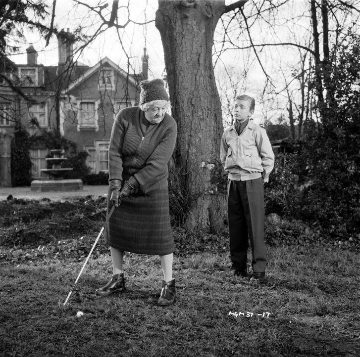 Kann Ackenthorpes Enkel Alexander (Ronnie Raymond, r.) Miss Marple (Margaret Rutherford, l.) beim Lösen des Mordfalls helfen? - Bildquelle: Warner Brothers