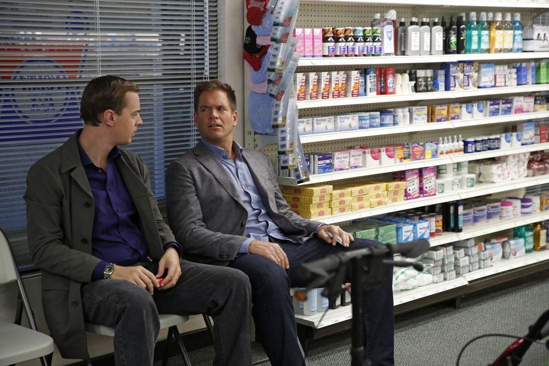 Ein neuer Fall wartet auf Tony (Michael Weatherly, r.) und McGee (Sean Murray, l.) ... - Bildquelle: 2014 CBS Broadcasting, Inc. All Rights Reserved