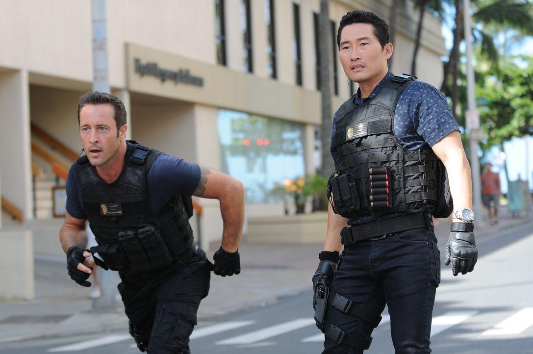 Während Chin (Daniel Dae Kim, r.) und Steve (Alex O'Loughlin, l.) versuchen einen Fall aufzudecken, wird Adam von der Yakuza entführt ... - Bildquelle: Norman Shapiro 2015 CBS Broadcasting, Inc. All Rights Reserved