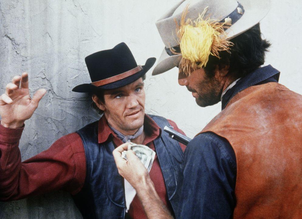 Candy (David Canary, l.) ist dem Gangster Billy Buckman (Orn Stevens, r.) in die Hände gefallen. - Bildquelle: Paramount Pictures
