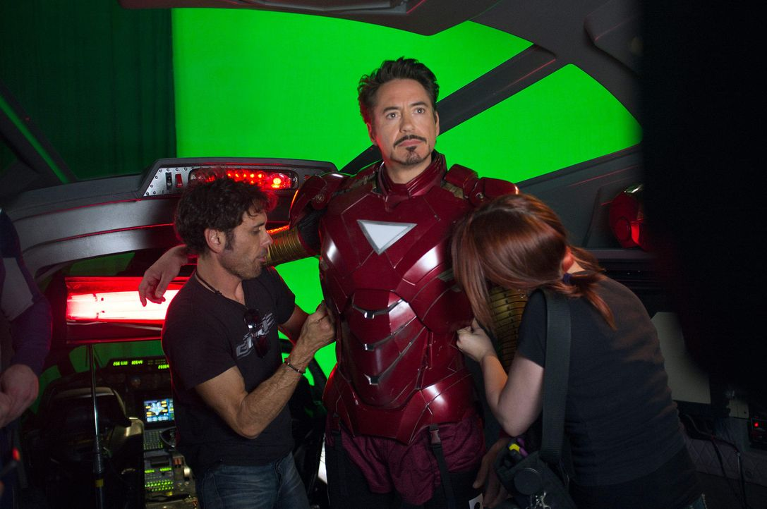 the-avengers-set-018-2011-mvlffllc-tm-2011-marveljpg 2000 x 1329 - Bildquelle: 2011 MVLFFLLC TM & 2011 Marvel