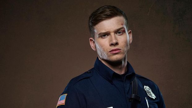 "9-1-1: Oliver Stark als Evan ""Buck"" Buckley"