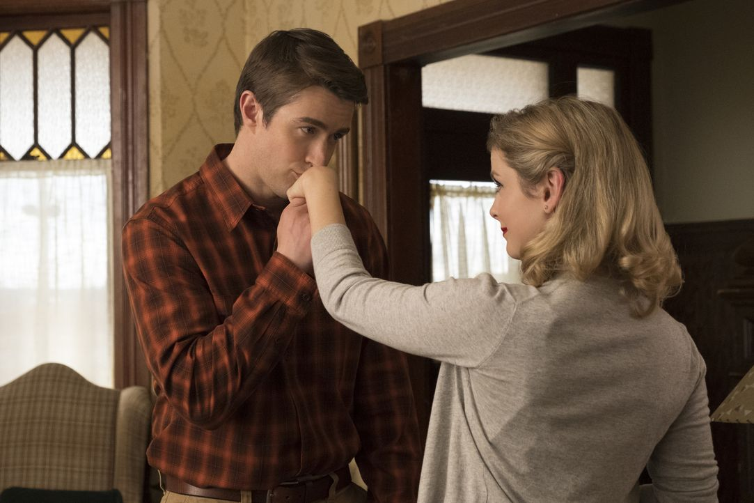 Major (Robert Buckley, l.); Liv (Rose McIver, r.) - Bildquelle: Warner Bros.