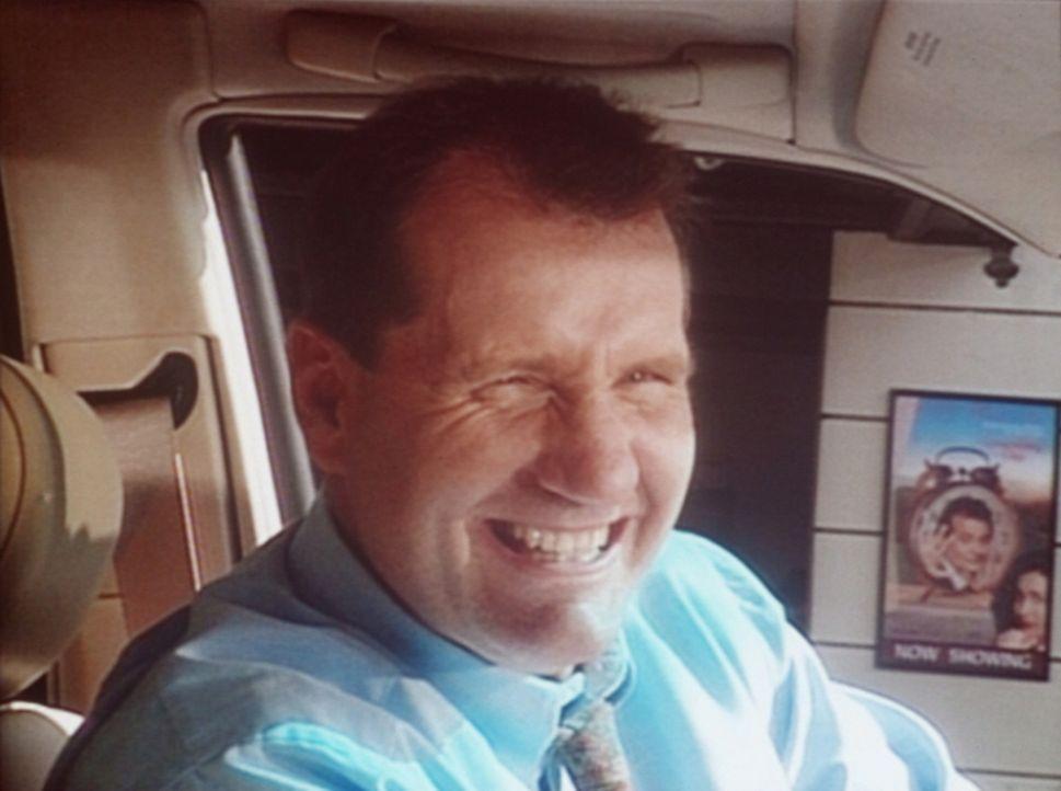 Al (Ed O'Neill) ist überglücklich: Er darf einen Mercedes mehrere Tage lang Probe fahren ... - Bildquelle: Columbia Pictures