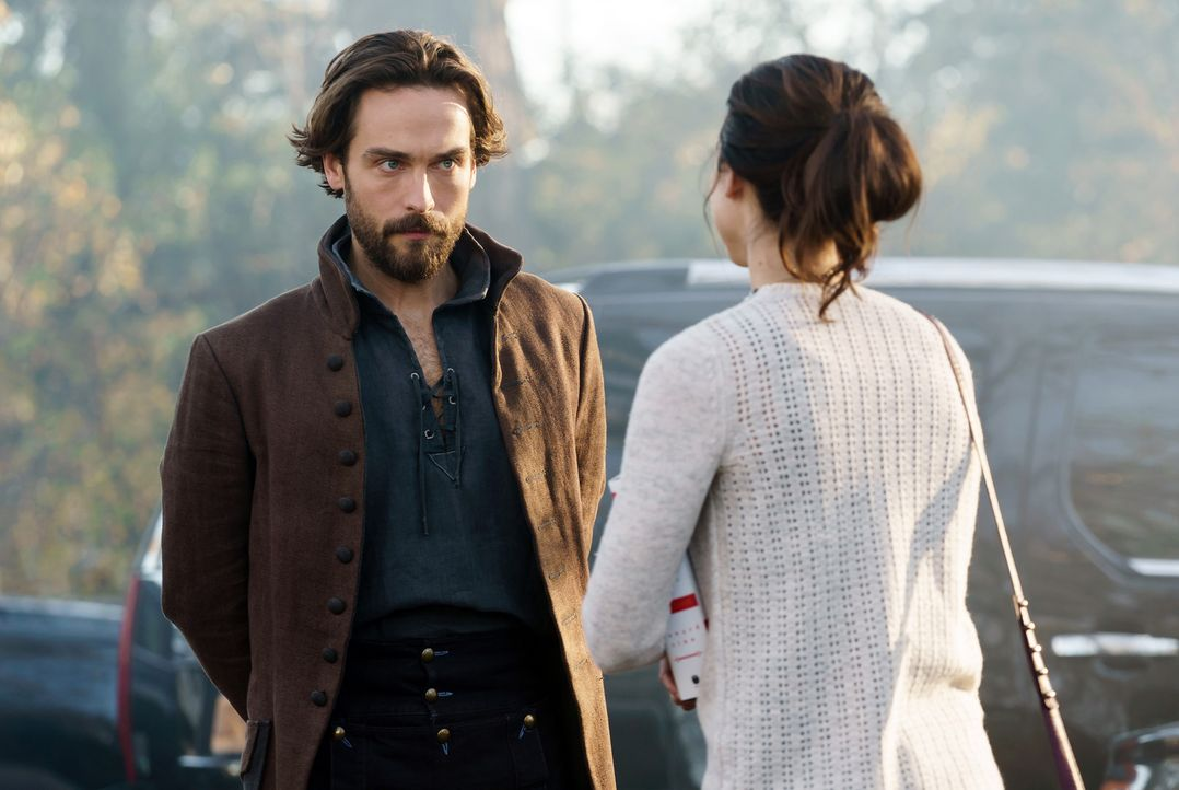 Die Bekanntschaft mit Crane (Tom Mison, l.) bringt Zoe (Maya Kazan, r.) schließlich in Lebensgefahr ... - Bildquelle: 2015-2016 Fox and its related entities.  All rights reserved.