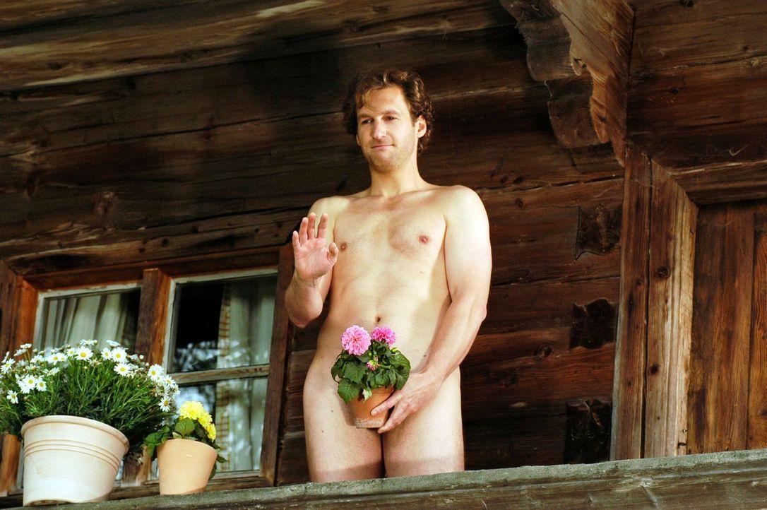 Nach einer Versöhnungsnacht bei Anette muss sich Mark (Siegfried Terpoorten) auf dem Balkon verstecken. Anette möchte nicht, dass Jonas die beiden z... - Bildquelle: Hans Seidenabel Sat.1